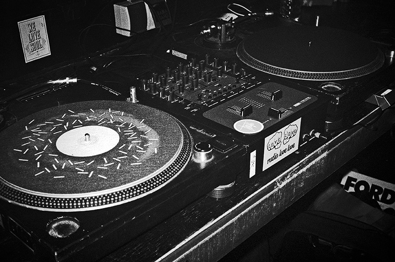Radio Love Love, Club Bahnhof Ehrenfeld, blach and white, analog, dag, memyselfandi