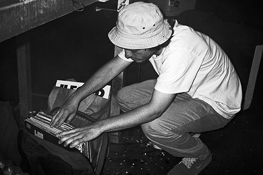 Radio Love Love, Club Bahnhof Ehrenfeld, Huss'n Hodn, Kurt Hussle, Retrogott, black and white, analog, dag, memyselfandi