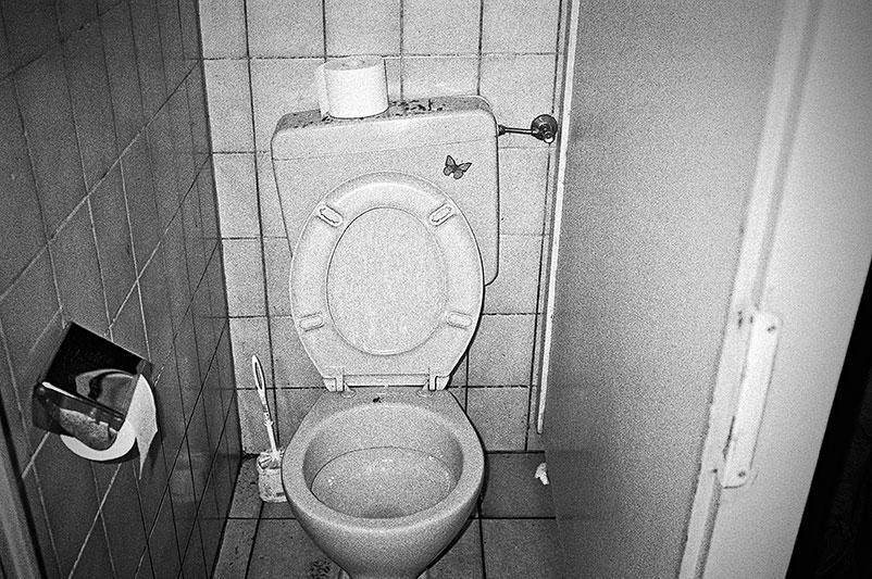 Restroom, Klo, WC, Toilette, analog, s/w, schwarz-weiss, b/w, black and white, Contax T3
