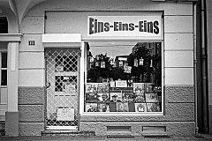 Eins Eins Eins, Plattenladen, James Last, analog, s/w, schwarz-weiss, b/w, black and white, Contax T3