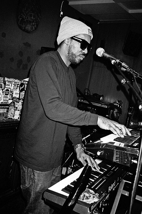 Dam Funk, Roxy Club cologne, Radio Love Love, Twit one, Hulk Hodn, CMone, Point and shoot, p&s, point & shoot, analog, s/w, schwarz-weiss, b/w, black and white, Contax T3