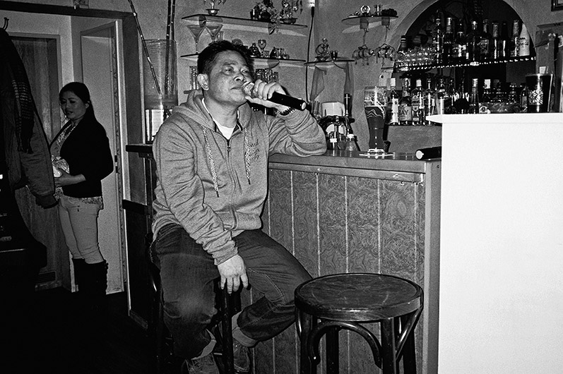 Famai, Karaoke, analog, s/w, schwarz-weiss, b/w, black and white, Contax T3