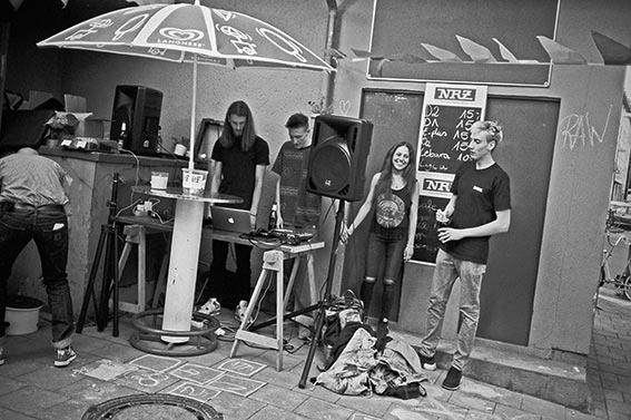 Büdchentag, 1. Büdchentag Düsseldorf, FotoSchiko, Fotoschiko, fotoschiko, foto schiko, Foto Schiko, Schiko, Andreas Schiko, analog, Olympus mju2, b/w, schwarz-weiss, s/w, T-max400,