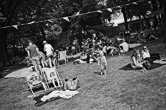 Stadtwerke Düsseldorf, Park life, Parklife, FotoSchiko, Fotoschiko, fotoschiko, foto schiko, Foto Schiko, Schiko, Andreas Schiko, analog, Olympus mju2, b/w, schwarz-weiss, s/w, T-max400,