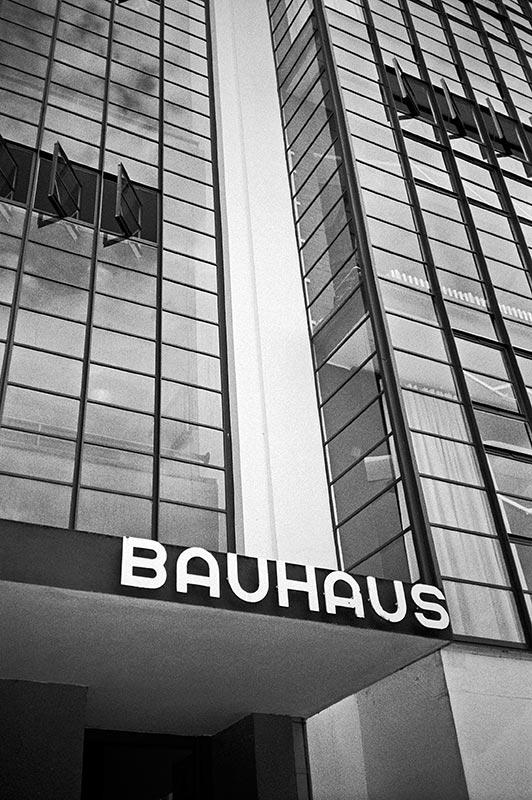 FotoSchiko, Fotoschiko, fotoschiko, foto schiko, Foto Schiko, Schiko, Andreas Schiko, analog, Olympus mju2, b/w, schwarz-weiss, s/w, T-max400, Bauhaus, Dessau