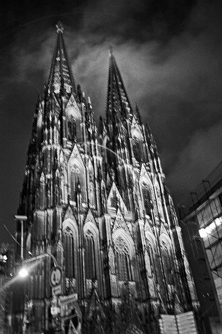 Kölner Dom, Cologne, FotoSchiko, Fotoschiko, fotoschiko, foto schiko, Foto Schiko, Schiko, Andreas Schiko, analog, Olympus mju2, b/w, schwarz-weiss, s/w, T-max400, Bauhaus, Dessau