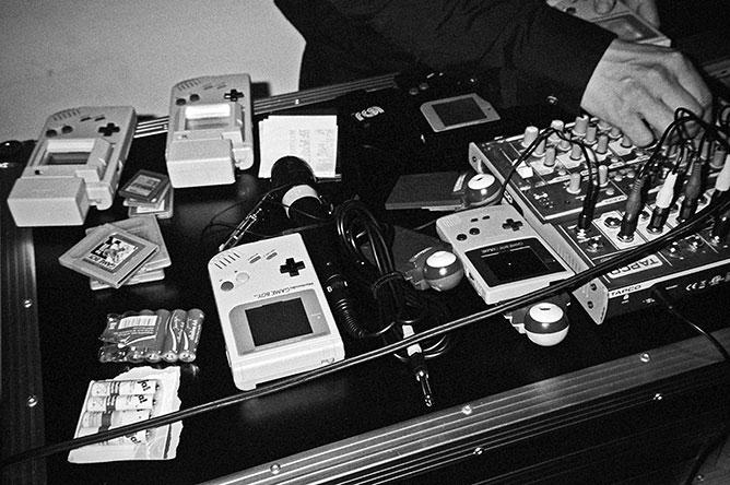 8-bit, 8bit, 8 bit, 8-bit dj, analog, s/w, schwarz-weiss, b/w, black and white, Contax T3, TMax400, Schiko, FotoSchiko, Foto Schiko, Fotoschiko