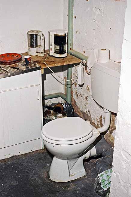 analog, s/w, schwarz-weiss, b/w, black and white, TMax400, FotoSchiko, Schiko, Foto Schiko, fotoschiko, Toilet, toilet, Toilette, toilette, Atelier