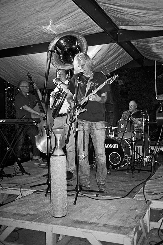 Sommersession, 4 Linden, 4 Linden Düsseldorf, Improvisationsmusik, Improvisation, analoge Photographie, analoge fotografie, analoge photos, analoge fotos, analogphotographie, analogfotografie, analoge bilder, schwarz-weiss bilder, schwarz-weiss photos, s