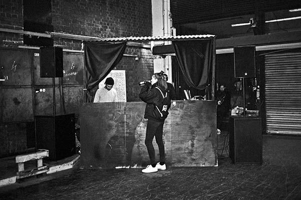 analogphotography, analoge Fotografie, backstage, backstage tristesse, analog, s/w, sw, bw, b/w, blck and white, schwarz-weiss, contax T3, TMax400, pointandshoot