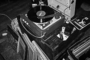 analog photography, Monsieur 77, Kassette Düsseldorf, Vinyl, analoge Fotografie, Analoge Bilder, Contax T3, Tmax400, sw, Schwarz-Weiss, Schwarzweiss, bw, Black and white, bnw, Jazz, Jazzmood, Jazzy mood, Turntable, old turntable, oldschool turntable