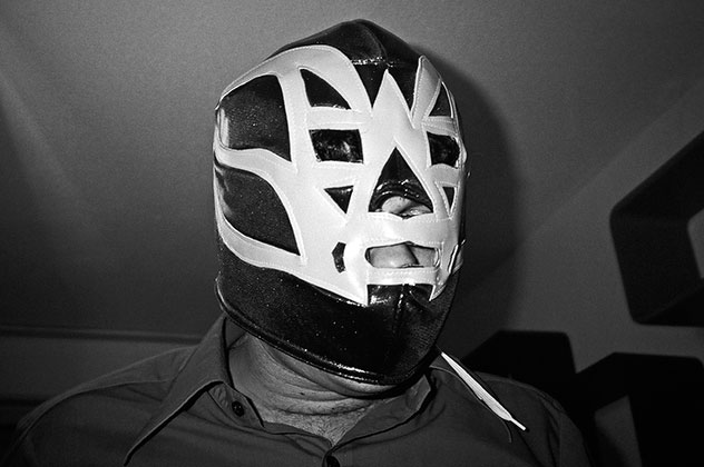 Mask, Wrestling, analog, sw, bw, Kodak Tmax400, Contax Tvs, analoge Fotografie, analog photography, schwarz-weiss, black and white,
