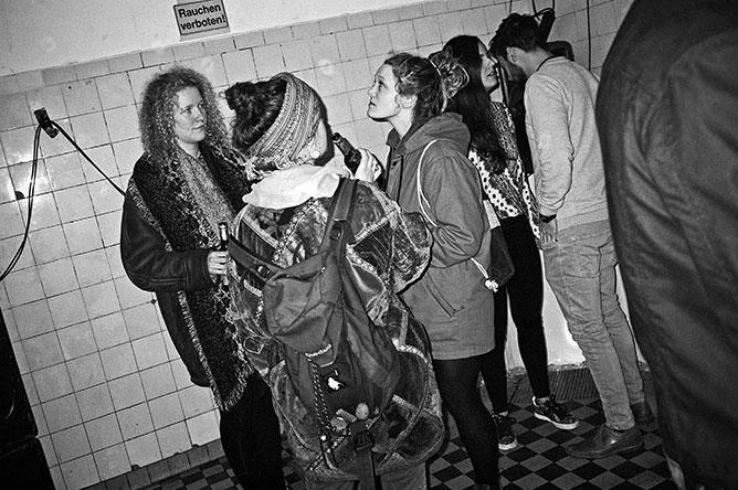 analog, analoge Fotografie, Analogphotography, point and shoot, Contax T3, Olympus mju, Kodak Tmax400, bw, sw, black and white, schwarz-weiss, Rheinraum, Rheinraum e.V., Düsseldorf