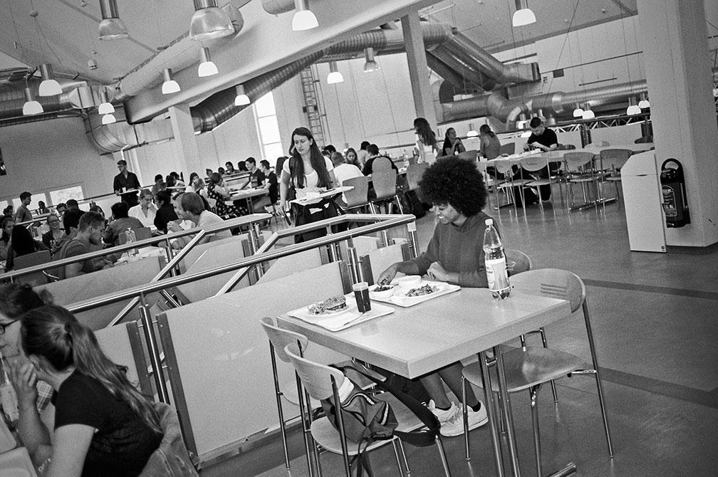 university, analog, Lisa, Lisa Tracy, Contax T3, analogphotografie, analogphotography, staybrokeshootfilm, Kodak Tmax400, point and shoot, canteen