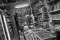 analog, analogfotografie, analogphotography, olympus XA, Agfa APX 100, Xtol, black and white, schwarz-weiss, point and shoot, kiosk