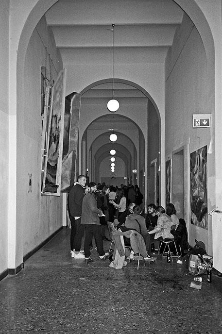 analogphotography, analogfotografie, filmfeed, 35mm, 35mmfilm, contax t3, kodak tmax400, point and shoot, Kunstakademie, Rundgang Kunstakademie Düsseldorf, Rundgang Kunstakademie, Rundgang