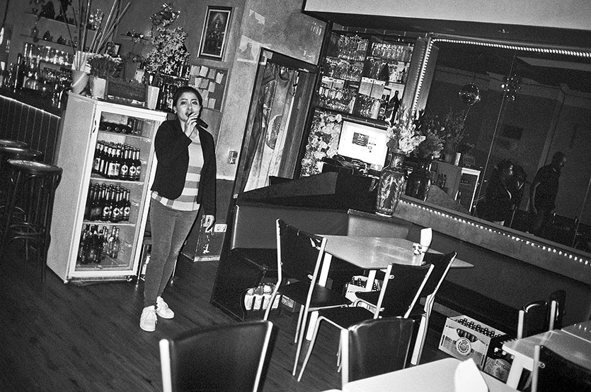 La, Famai, Karaoke, bar, Karaokebar, analogphotography, analogfotografie, Contax T3, Tmax400, Kodak Tmax400, point and shoot,