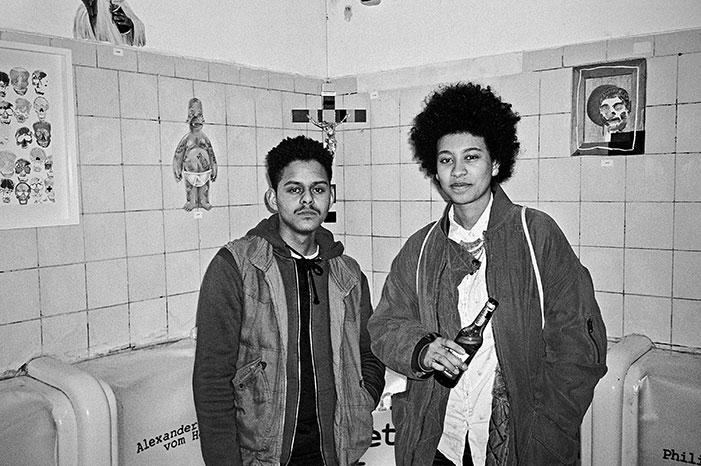 Düsseldorf, sw, schwarz-weiss, bw, black and white, analog, analogphotography, analogfotografie, Contax, Contax T3, Kodak TMax400, point and shoot, pointandshoot, filmisalive, filmvorever, 35mm, 35mmfeed, filmfeed, eric, Lisa, Rheinraum, Rheinraum e.V