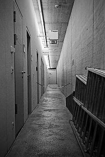 Düsseldorf, sw, schwarz-weiss, bw, black and white, analog, analogphotography, analogfotografie, Leica, Leica minilux, Kodak TMax400, point and shoot, pointandshoot, filmisalive, filmvorever, 35mm, 35mmfeed, filmfeed, KIT, Kunst im Tunnel, Rheinufer, Mus