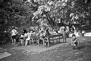 analogphotography, analogfotografie, analog, Leica, Leica minilux, bw, black and white, schwarzweiss, sw, Kodak Tmax 400, filmfeed, analogfeed, analogblog, analogphotoblog, analogfotoblog, point and shoot, compactcamera, düsseldorf, public barbecue