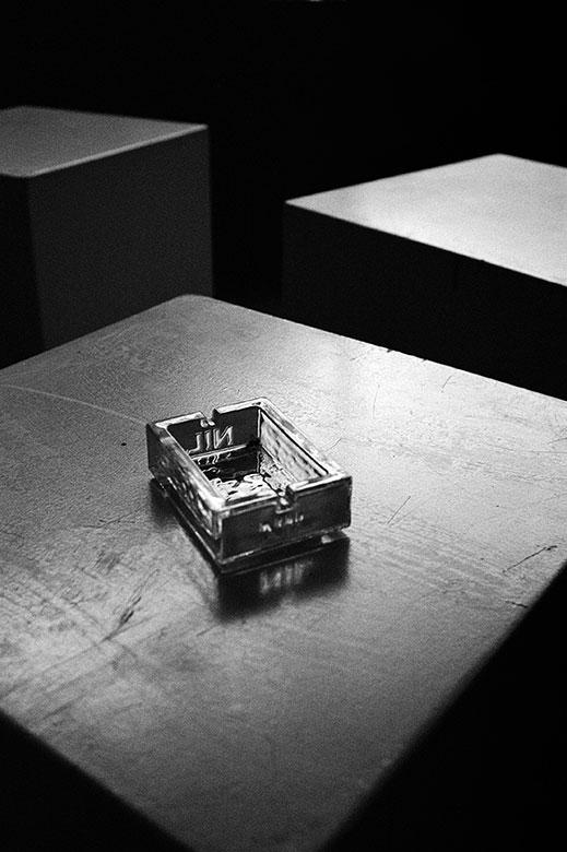 analogphoto, analogfoto, nikon F3, Kodak Tmax 400, sw, bw, nil, nil cigarettes, coffy, Coffy Düsseldorf, Düsseldorf Altstadt, filmfeed, 35mm, film is not dead, 35,, feed, photo blog, analog photo blog, stay broke shoot film