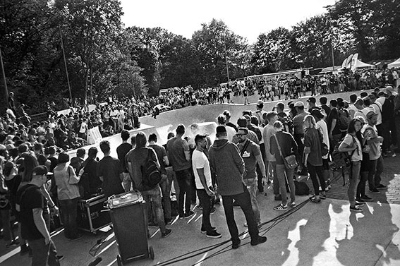 tilo nawrocki, bowl, analogphotografie, compactcamera, yashica t3, party, electronic, 35mm, 35mm feed, photoblog, fotoblog, sound of düsseldorf, point and shoot, skateboard, skaten, skatepark eller