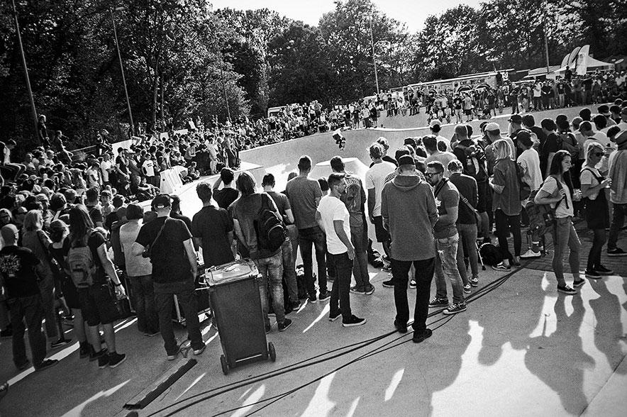 thilo nawrocki, bowl, analogphotografie, compactcamera, yashica t3, party, electronic, 35mm, 35mm feed, photoblog, fotoblog, sound of düsseldorf, point and shoot, skateboard, skaten, skatepark eller,