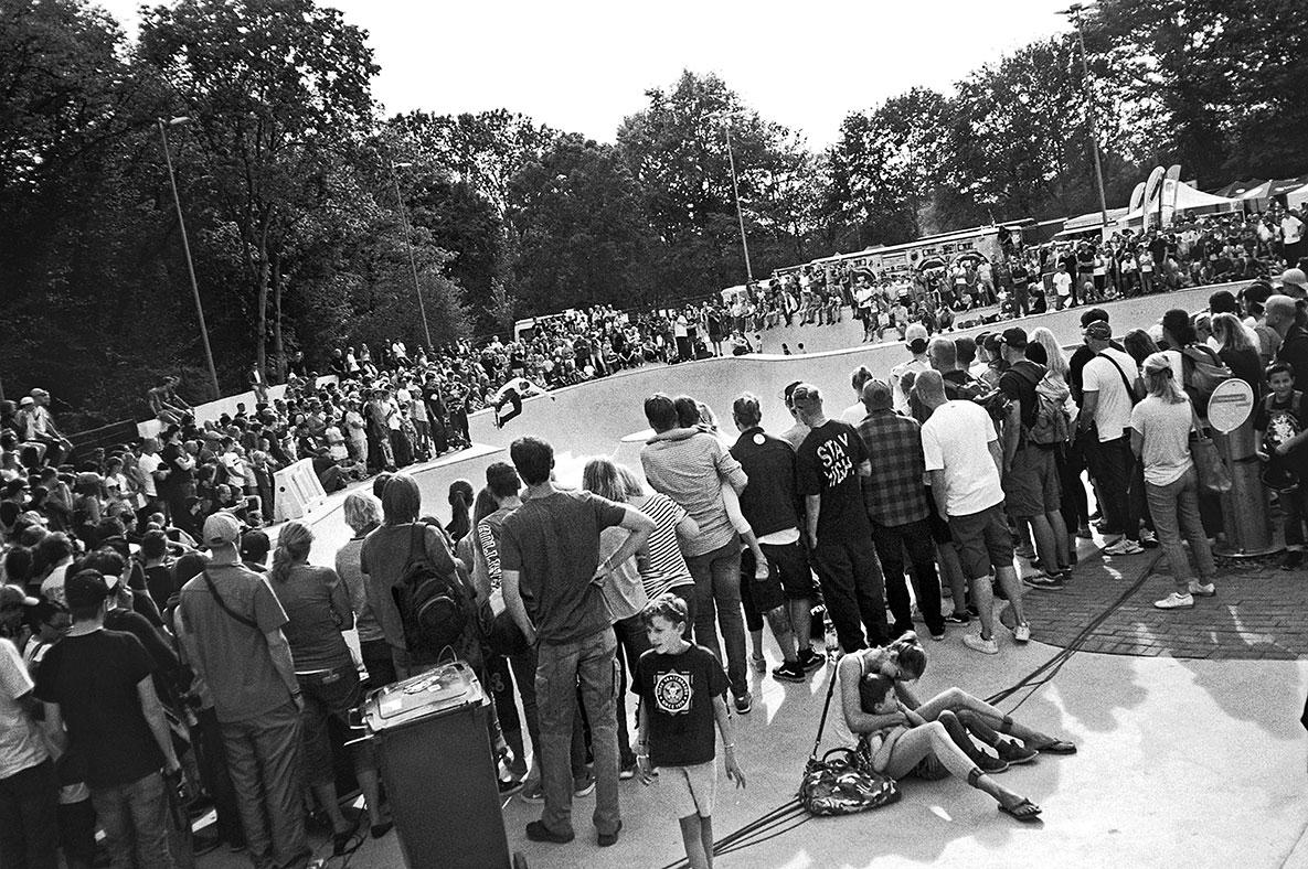 analogphotografie, compactcamera, yashica t3, party, electronic, 35mm, 35mm feed, photoblog, fotoblog, sound of düsseldorf, point and shoot, skateboard, skaten, skatepark eller, thilo nawrocki, bowl,