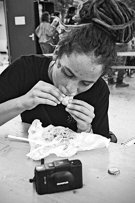 analogphotografie, compactcamera, yashica t3, party, electronic, 35mm, 35mm feed, photoblog, fotoblog, sound of düsseldorf, point and shoot, skateboard, skaten, skatepark eller, olympus xa