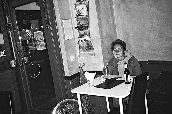 düsseldorf, analogphotografie, compactcamera, yashica t3, party, electronic, 35mm, 35mm feed, photoblog, fotoblog, sound of düsseldorf, point and shoot, skateboard, famai, karaokebar