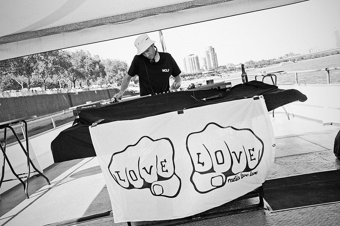 Radio Love Love, radiolovelove, köln, cologne, boatstour, musictour, dj, analogphotography, compactcamera, 35mm, 35mm feed, analogfeed, filmfeed, sunny day, hulk hodn, hodini
