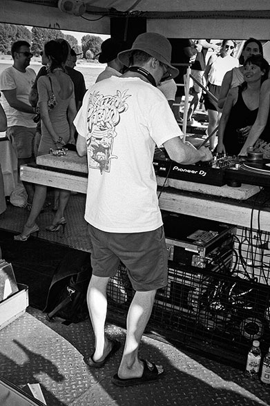 Radio Love Love, radiolovelove, köln, cologne, boatstour, musictour, dj, analogphotography, compactcamera, 35mm, 35mm feed, analogfeed, filmfeed, sunny day, Twit one
