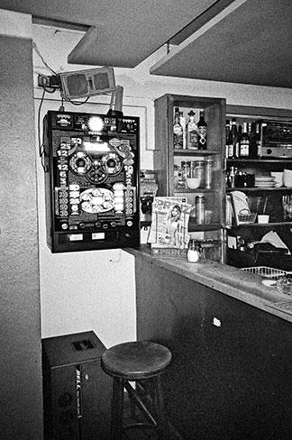 analogphotography, analogfotografie, analog, Kodak TMax, Compactcamera, analogcompactcamera, Schlonz, Cafe Schlonz, Bar Schlonz, Düsseldorf, Ratinger Strasse Düsseldorf