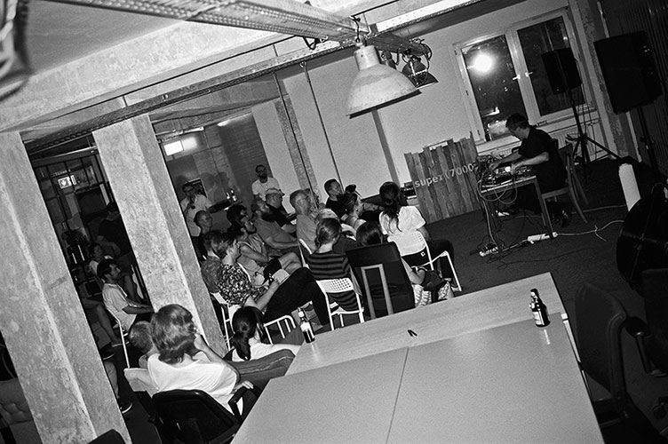 Stefan Schneider, Mapstation, YPY, Super7000, Düsseldorf, Alter Schlachthof, Leica Minilux, analogfotografie, analogphotography, Kodak TMax 400, analog photo blog, electronic music, düsseldorf music