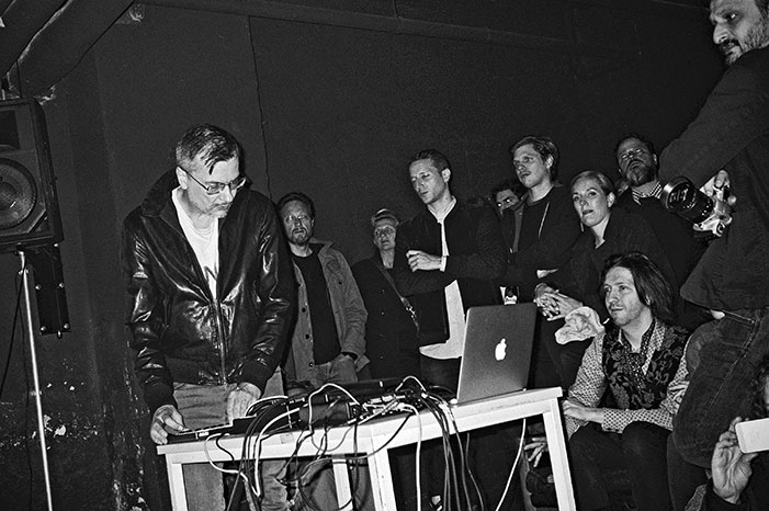 Filmwerkstatt Düsseldorf, Kreidler, Kreidler band, Düsseldorf, Düsseldorf music, sound of Düsseldorf, Analogfotografie, analogphotography, Leica minilux, Kodak Tmax 400, point and shoot, stay broke shoot film, 35mm, Kleinbild, sw, Schwarz-Weiss