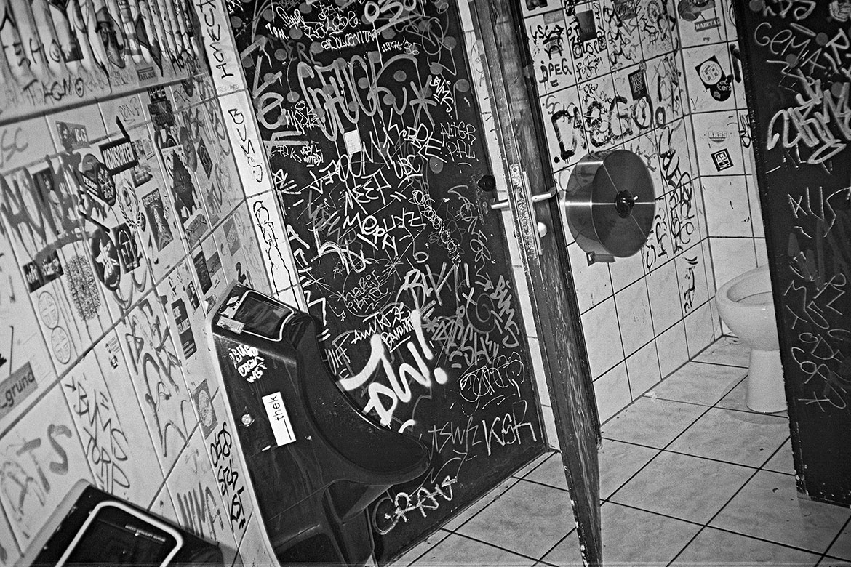 Voigtländer Vito CS, Kodak Tmax400, analogfotografie, analogphotography, 35mm, Kleinbild, point and shoot, Cube, Cube Düsseldorf, Düsseldorf Altstadt