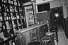 Analogfotografie, analogphotography, analog, 35mm, Canon AE1, Canon AE1 Program, sw, bw, b/w, s/w, filmgrain, analoge Fotografie, analog photography, bottles, Kodak Tmax 400, 3 Amigos, Düsseldorf, Düsseldorf Altstadt