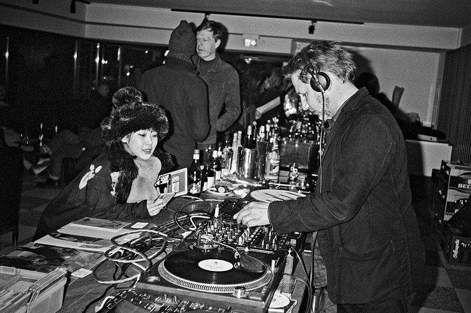 Salon des Amateurs, Tentenko, Tal records, electronic music, analogfotografie, analophotography, 35mm, Kodak Tmax 400, Düsseldorf, Düsseldorf Altstadt, Kunsthalle, Kunstverein, Tolouse Low Trax