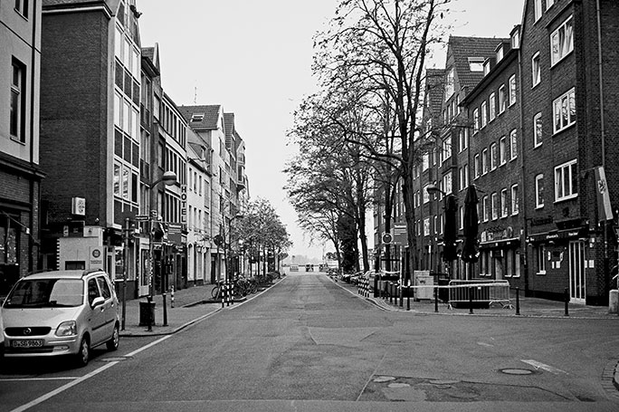 Mühlenstrasse, Altstadt, street, strasse, analog, analogphotografie, analogphotography, black and white, monochrom, point and shoot, covid 19, photoblog, photostory, analog photo blog, Düsseldorf