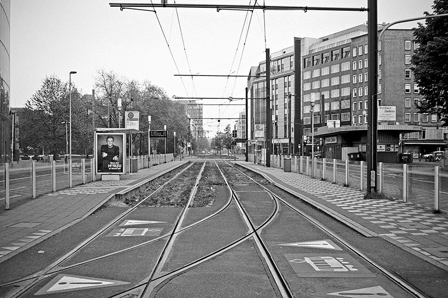 Graf-Adolf Platz, street, strasse, analog, analogphotografie, analogphotography, black and white, monochrom, point and shoot, covid 19, photoblog, photostory, analog photo blog, Düsseldorf