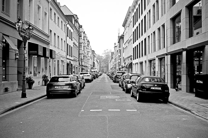 Bastionsstrasse, Altstadt, street, strasse, analog, analogphotografie, analogphotography, black and white, monochrom, point and shoot, covid 19, photoblog, photostory, analog photo blog, Düsseldorf