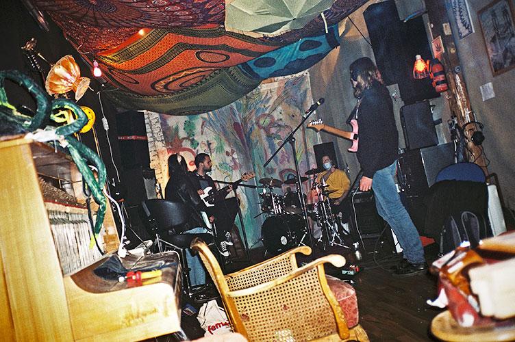 Bloodflowers, Rehearsal room, band, analog, analogfotografie, analogphotography, Olympus mju 2, point and shoot, compact camera, Kodak tmax 400, photostory, photoblog, Filmphotography