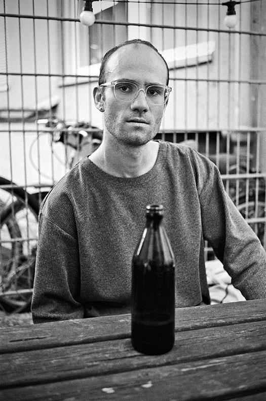 Steffen Jopp, artist, Callshop Radio, Radiosender, Single, Vinyl, Düsseldorf, Dj, analog, analogfotografie, analogphotography, leica, leica minilux, Kodak Tmax 400, point and shoot, 35mm, on film