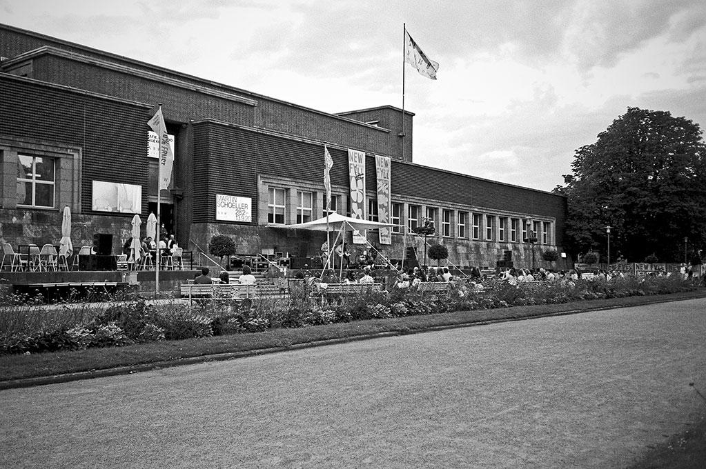 New Fall Festival, Festival, Düsseldorf, NRW Forum, Ehrenhof, Summer Edition, Analogfotografie, analogphotography, Olympus mju 2, point and shoot, stay broke shoot film, 35mm, on film black and white, Rikas