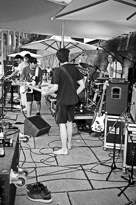 Neumatic Parlo, New Fall Festival, Festival, Düsseldorf, NRW Forum, Ehrenhof, Summer Edition, Analogfotografie, analogphotography, Olympus mju 2, point and shoot, stay broke shoot film, 35mm, on film black and white,