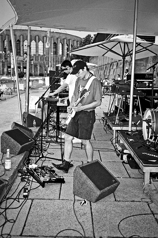 Neumatic Parlo, New Fall Festival, Festival, Düsseldorf, NRW Forum, Ehrenhof, Summer Edition, Analogfotografie, analogphotography, Olympus mju 2, point and shoot, stay broke shoot film, 35mm, on film black and white,