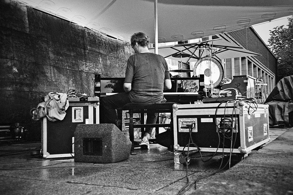 New Fall Festival, Festival, Düsseldorf, NRW Forum, Ehrenhof, Summer Edition, Analogfotografie, analogphotography, Olympus mju 2, point and shoot, stay broke shoot film, 35mm, on film black and white, Hauschka
